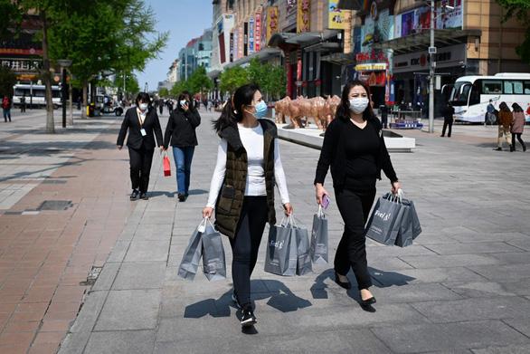 Hậu COVID-19, người Trung Quốc bớt mua sắm sang chảnh? - Ảnh 1.