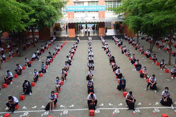 Sáng nay 4-5, học sinh 63 tỉnh thành trở lại trường - Ảnh 3.