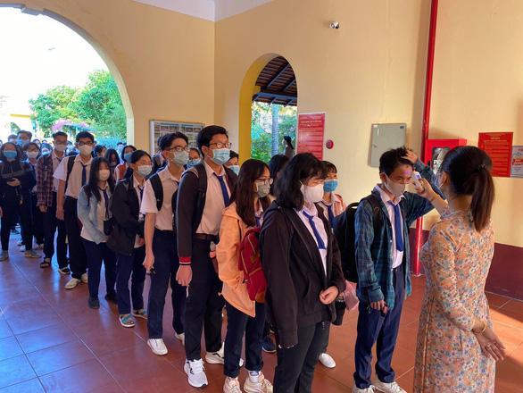 Sáng nay 4-5, học sinh 63 tỉnh thành trở lại trường - Ảnh 18.