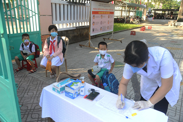Sáng nay 4-5, học sinh 63 tỉnh thành trở lại trường - Ảnh 20.