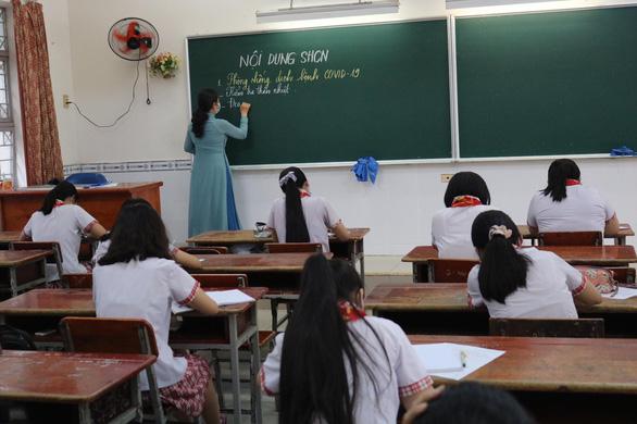 Sáng nay 4-5, học sinh 63 tỉnh thành trở lại trường - Ảnh 7.