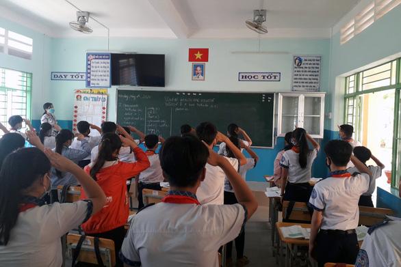 Sáng nay 4-5, học sinh 63 tỉnh thành trở lại trường - Ảnh 14.