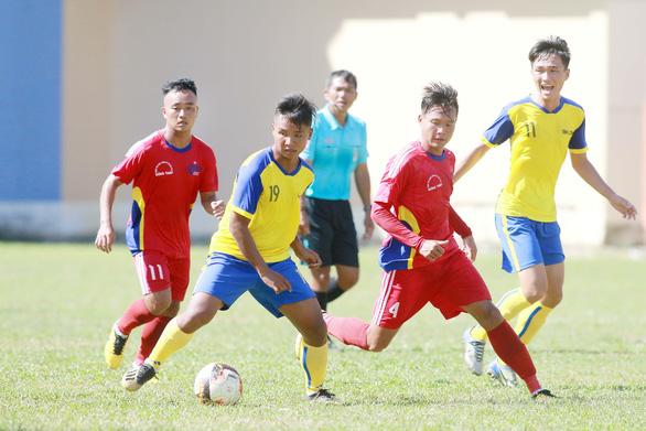 Vụ cầu thủ trẻ Đồng Tháp tiêu cực: VFF chuyền bóng cho Công an Đồng Tháp - Ảnh 1.