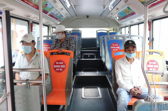 72 tuyến xe buýt tại TP.HCM chạy trở lại từ sáng 4-5 - Ảnh 1.