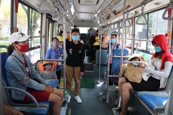 72 tuyến xe buýt tại TP.HCM chạy trở lại từ sáng 4-5 - Ảnh 2.