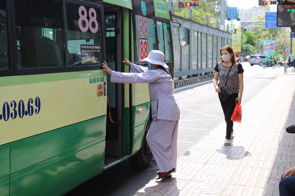TP.HCM giảm 2.283 chuyến xe buýt dịp Tết dương lịch 2021 - Ảnh 1.