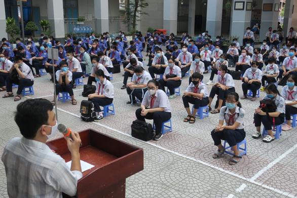 Sáng nay 4-5, học sinh 63 tỉnh thành trở lại trường - Ảnh 6.