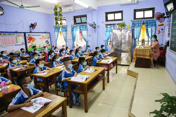 Sáng nay 4-5, học sinh 63 tỉnh thành trở lại trường - Ảnh 24.