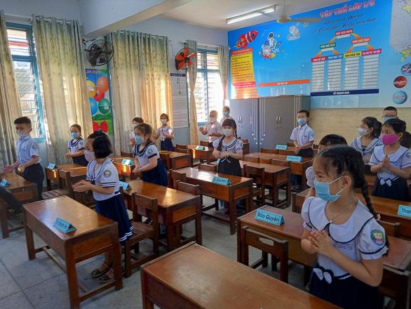 Sáng nay 4-5, học sinh 63 tỉnh thành trở lại trường - Ảnh 25.