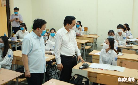 Bộ trưởng Phùng Xuân Nhạ: Có thể để một số nội dung dạy học sang đầu năm học mới - Ảnh 1.