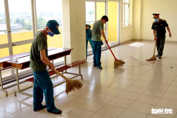 Ký túc xá ĐHQG TP.HCM dọn dẹp 6.000 phòng đón sinh viên trở lại - Ảnh 1.