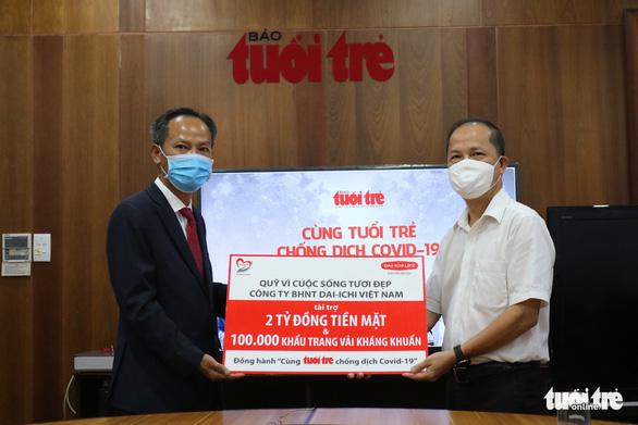 Dai-ichi Life trao 2 tỉ đồng và 100.000 khẩu trang 'Cùng Tuổi Trẻ chống dịch COVID-19' - Ảnh 1.