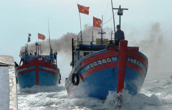 Phản đối lệnh cấm đánh bắt cá của Trung Quốc trên Biển Đông  - Ảnh 1.