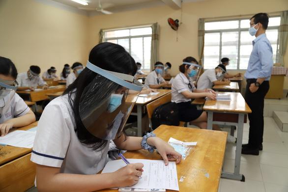 Sáng nay 4-5, học sinh 63 tỉnh thành trở lại trường - Ảnh 1.