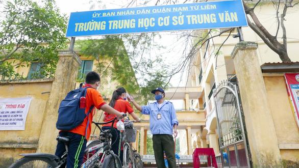 Sáng nay 4-5, học sinh 63 tỉnh thành trở lại trường - Ảnh 10.
