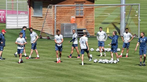 Thêm 10 ca dương tính, đe dọa khả năng trở lại của bóng đá Đức - Ảnh 1.