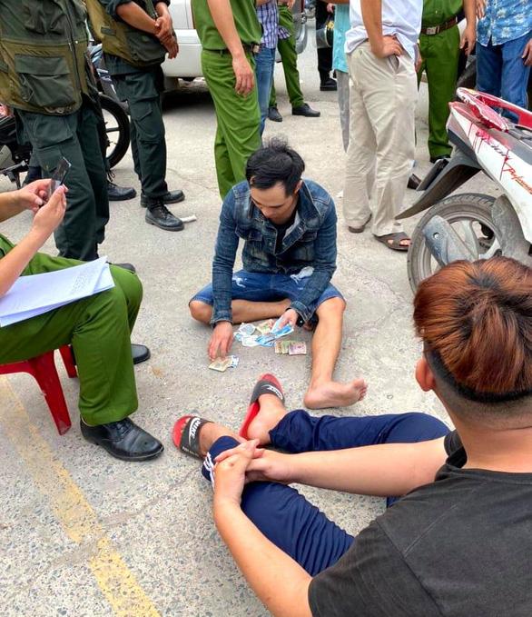 Công an Đồng Nai bắt băng Loan cá chuyên trấn lột, bảo kê tiểu thương - Ảnh 2.
