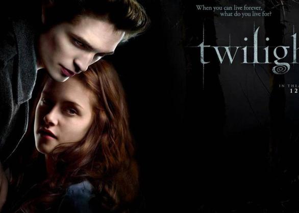 Chàng ma cà rồng Edward Cullen kể về tình yêu và cuộc đời trong Midnight Sun - Ảnh 1.