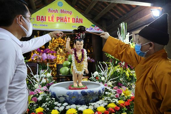 Lắng lòng thanh tịnh tắm Phật tại Lễ Phật đản chùa Yên Tử - Ảnh 1.