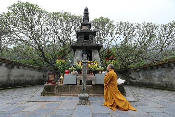 Lắng lòng thanh tịnh tắm Phật tại Lễ Phật đản chùa Yên Tử - Ảnh 4.
