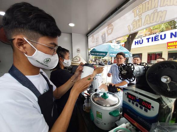 Bất chấp COVID-19, hơn 50% doanh nghiệp Việt Nam không muốn trì hoãn kinh doanh - Ảnh 1.