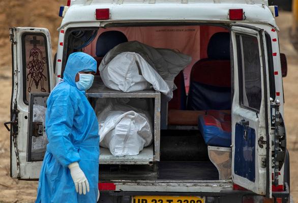 Ít nhất 90.000 nhân viên y tế trên toàn cầu bị nhiễm COVID-19 - Ảnh 1.