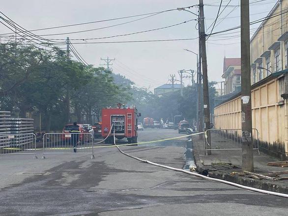 Hà Nội: cháy lớn tại khu công nghiệp Phú Thị, 3 người tử vong - Ảnh 1.