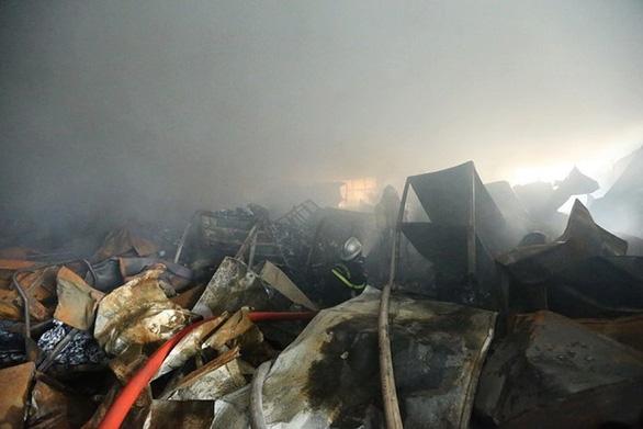 Hà Nội: cháy lớn tại khu công nghiệp Phú Thị, 3 người tử vong - Ảnh 2.