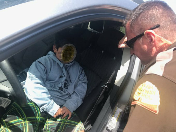 Nhóc trùm 5 tuổi giận cha mẹ tự lái ôtô đi mua siêu xe Lamborghini - Ảnh 1.