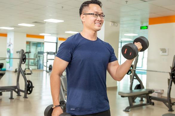 Trí thức trẻ: mê thể thao, say học hỏi  - Kỳ 2: Thầy phó hiệu trưởng 8X mê tập gym - Ảnh 1.