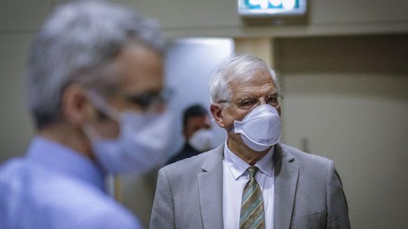 Châu Âu nhận ra sai lầm khi để Trung Quốc nắm đến 80% kháng sinh - Ảnh 1.