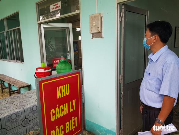 2 trò từ Campuchia trở về học, cách ly 58 học sinh và thầy cô giáo - Ảnh 2.