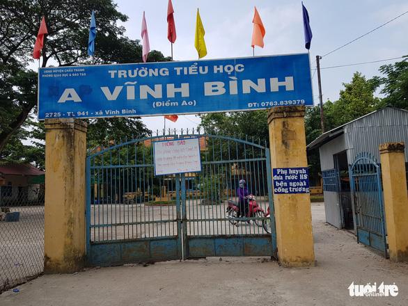 2 trò từ Campuchia trở về học, cách ly 58 học sinh và thầy cô giáo - Ảnh 1.