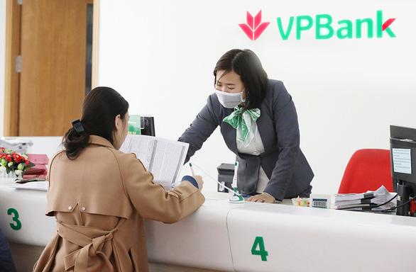 VPBank giãn nợ, giảm lãi cho 45.000 tỉ đồng hỗ trợ khách vay bị ảnh hưởng COVID-19 - Ảnh 1.