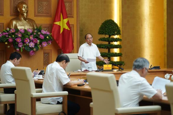 Thủ tướng: Không phải lúc than nghèo, kể khổ, mà phải khắc phục khó khăn - Ảnh 1.