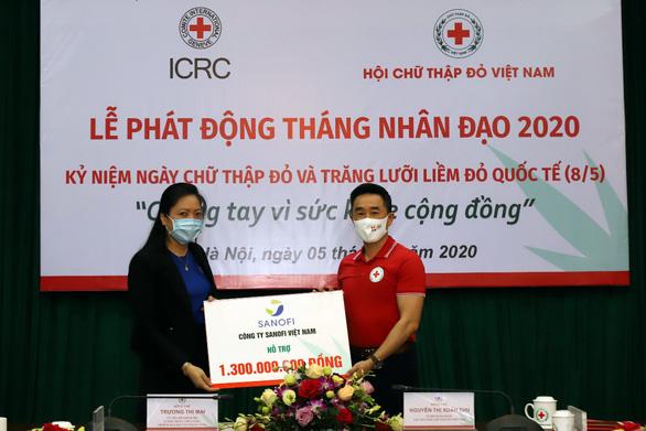 Sanofi quyên góp 1,3 tỉ đồng cho Hội Chữ thập đỏ Việt Nam - Ảnh 1.