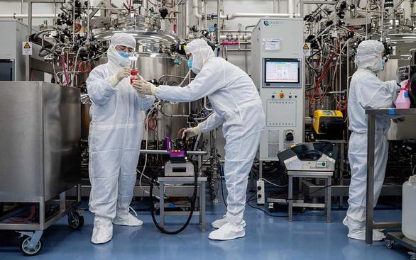 Mỹ - Trung chạy đua tạo vắcxin COVID-19 - Ảnh 1.