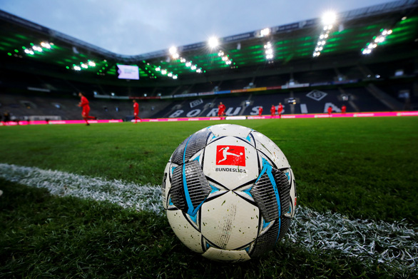 Bundesliga thi đấu trở lại vào ngày 15-5 - Ảnh 1.