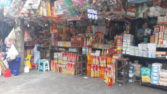 Thị trường đồ cúng lễ Phật đản trầm lắng thời dịch COVID-19 - Ảnh 2.  Thị trường đồ cúng lễ Phật đản trầm lắng thời dịch COVID-19 20200507115306 15888359619511177000326