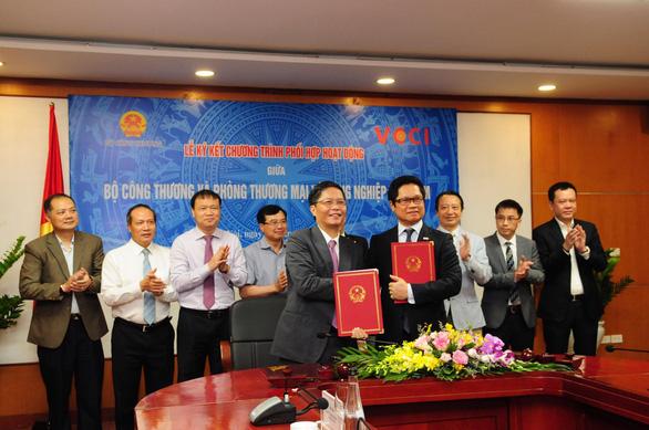 Bộ Công thương 'bắt tay' VCCI tăng cường phục vụ doanh nghiệp, người dân - Ảnh 1.