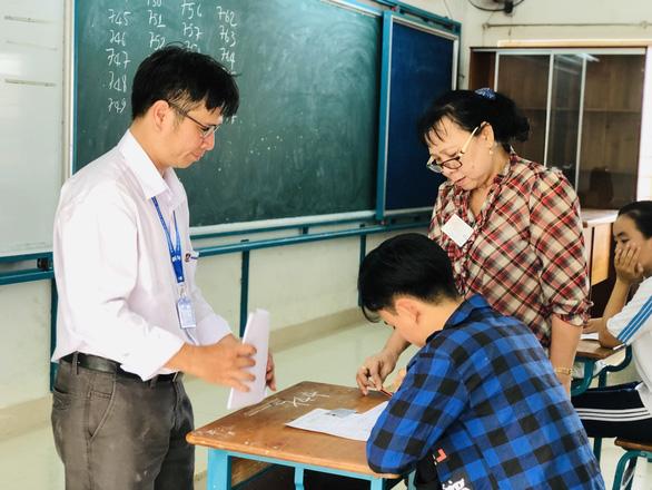 Đề tham khảo thi tốt nghiệp THPT 2020: Dễ hơn đề chính thức 2019 - Ảnh 1.