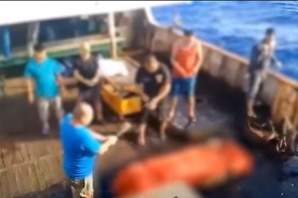 Indonesia triệu tập đại sứ Trung Quốc sau clip thả xác thuyền viên Indonesia xuống biển - Ảnh 1.