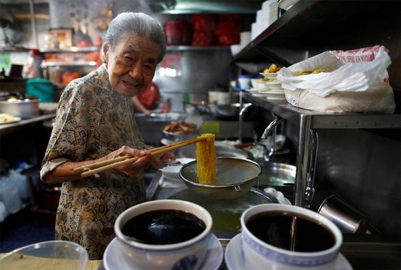 Ẩm thực đường phố châu Á lên mạng tránh dịch COVID-19 - Ảnh 1.