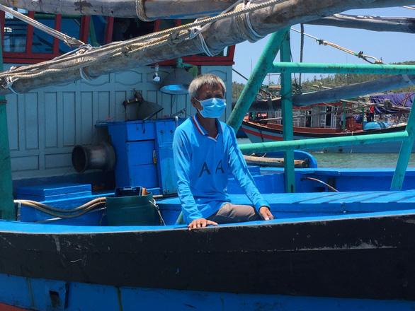 Ngư dân Việt Nam cứu một người Philippines trôi dạt 17 ngày đêm, chỉ ăn rong biển - Ảnh 1.