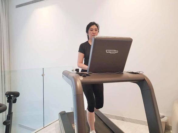 Cựu thủ tướng Thái Lan Yingluck bất ngờ lên Facebook chia sẻ cách vượt qua cách ly - Ảnh 3.