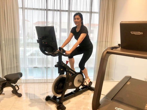 Cựu thủ tướng Thái Lan Yingluck bất ngờ lên Facebook chia sẻ cách vượt qua cách ly - Ảnh 4.