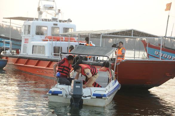 Xác định danh tính 5 người mất tích trong vụ lật ghe trên sông Thu Bồn - Ảnh 1.