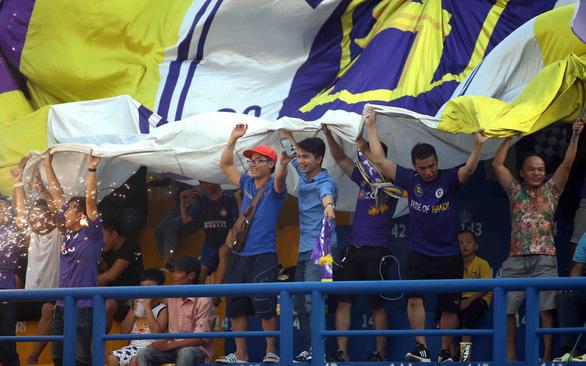 Chờ ngày khán giả đến sân xem V-League - Ảnh 2.