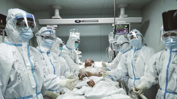 Bệnh nhân 65 tuổi nhiễm COVID-19 được cứu sống nhờ ghép phổi - Ảnh 1.
