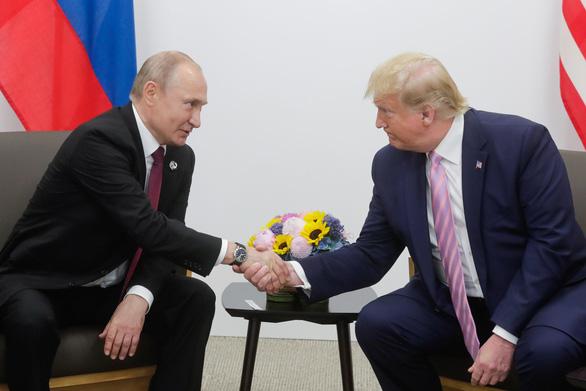 Nga đang lúc khó khăn, ông Trump nói sẽ gửi máy thở - Ảnh 1.